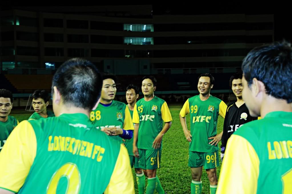 BÌNH LUẬN 12/05/12 LXFC - HAINAM FC: TRẬN CẦU ĐẸP CỦA NHỮNG NGƯỜI LONG XUYÊN IMG_1413-1