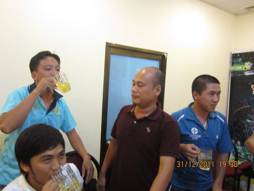 PHẦN 3: HÌNH ẢNH YEAR-END PARTY 2011 IMG_1438