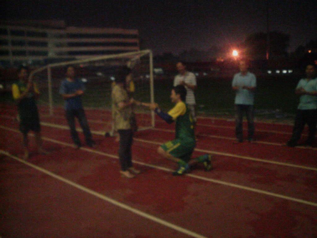 BÌNH LUẬN 12/05/12 LXFC - HAINAM FC: TRẬN CẦU ĐẸP CỦA NHỮNG NGƯỜI LONG XUYÊN Image318