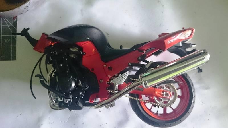Kawasaki Nija ZX-14 SPECIAL COLOR EDITION 1/12 TAMIYA - Página 2 2015-09-12%2013.12.00