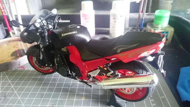 Kawasaki Nija ZX-14 SPECIAL COLOR EDITION 1/12 TAMIYA - Página 2 2015-09-29%2012.07.23