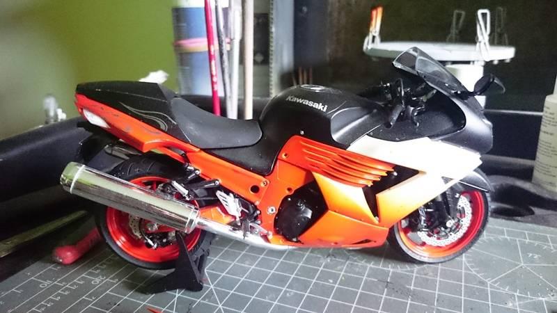 Kawasaki Nija ZX-14 SPECIAL COLOR EDITION 1/12 TAMIYA - Página 2 2015-10-22%2011.53.09