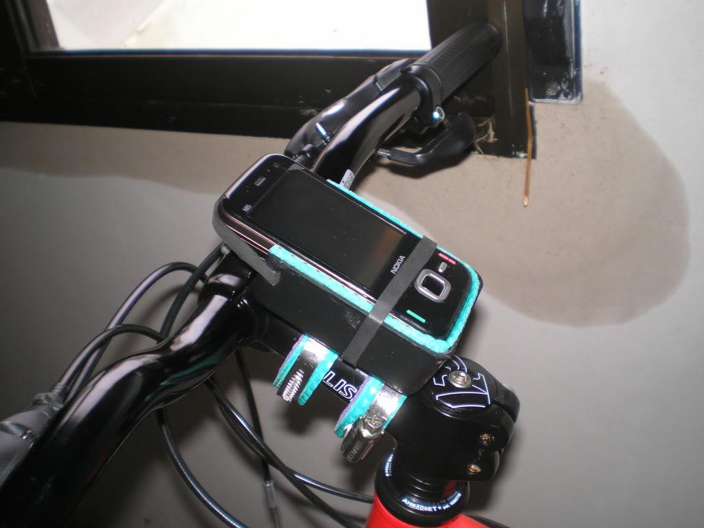 soporte para movil,gps,etc... P1010726