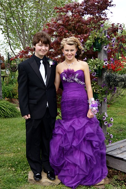Since RoOsTeR is gone...let's have some fun...... - Page 4 Prom2012two