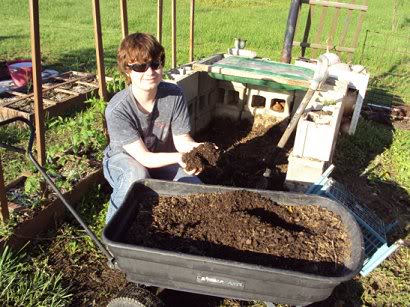 Rabbit manure, red wiggler worms & your garden Dsc00383