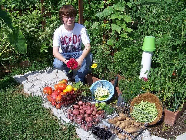 Rabbit manure, red wiggler worms & your garden Todaysharvest7-18-10