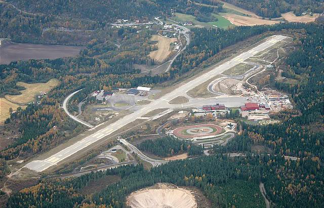 FS9 - Skien.. uma linda aproximação...,linda cidade ... ate mesmo para o FS, vale a pena Aeroporto-1