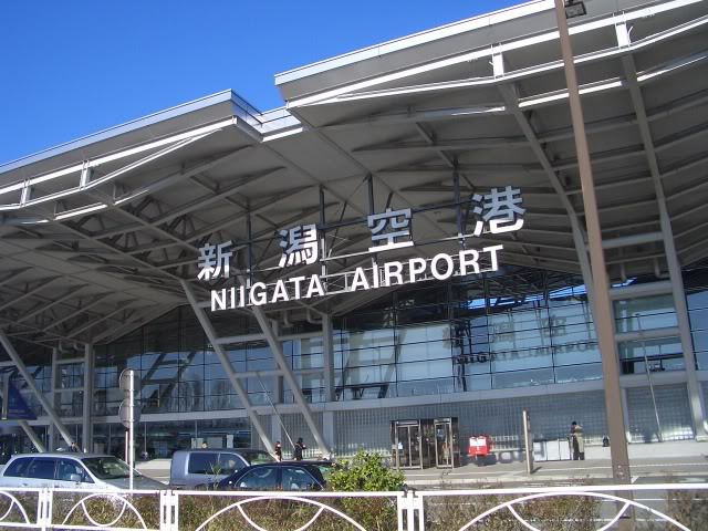 FS9 - NIGATA , fim do pouso e gate ...,um pouco de Nigata - Aeroporto Real x Virtual show Nigataairport2