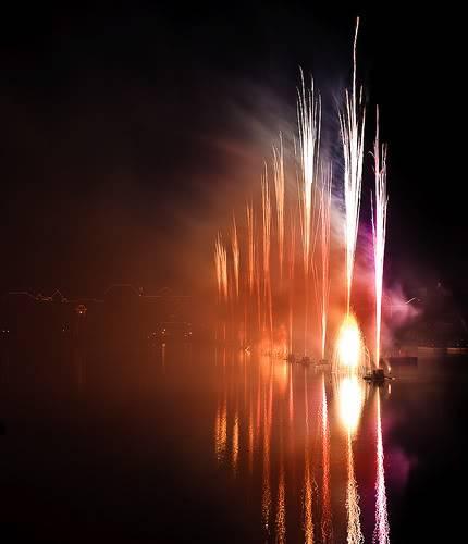 DISNEY VILLAGE - Disney's bonfire 3030914302_8d46d0f7fa