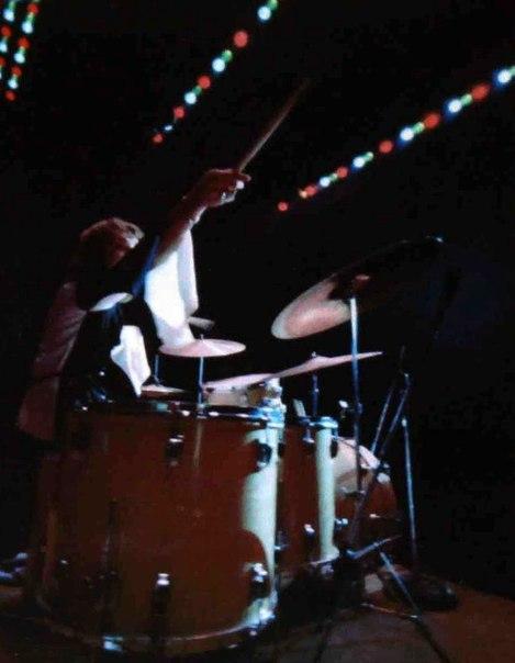 Bakersfield (Civic Auditorium) : 26 octobre 1968  0a0405f19df5eb7b7090d88a7abf0e80