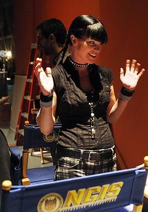 Behind the scene - saisons diverses... Latime_On_The_Set_Of_Ncis__oct09-2