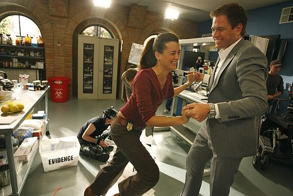 Behind the scene - saisons diverses... Latime_On_The_Set_Of_Ncis__oct09___