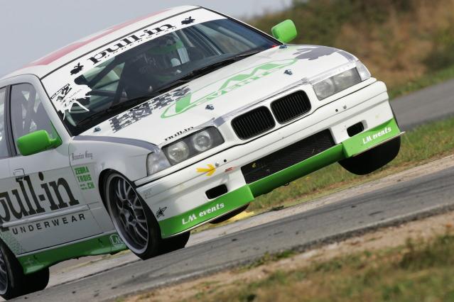 Soyons sérieux et ręalistes, projet BMW E30 - Page 7 IU7F2891