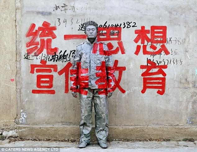 """Liu Bolin """"Invisible Man"""" Manusia Transparan Dari Cina Manusiatransparan2"""