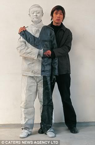 """Liu Bolin """"Invisible Man"""" Manusia Transparan Dari Cina Manusiatransparan6"""