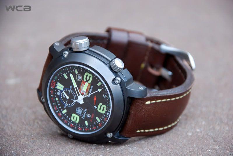 Que relógio está a celebridade a usar? Aa2be8f3-1