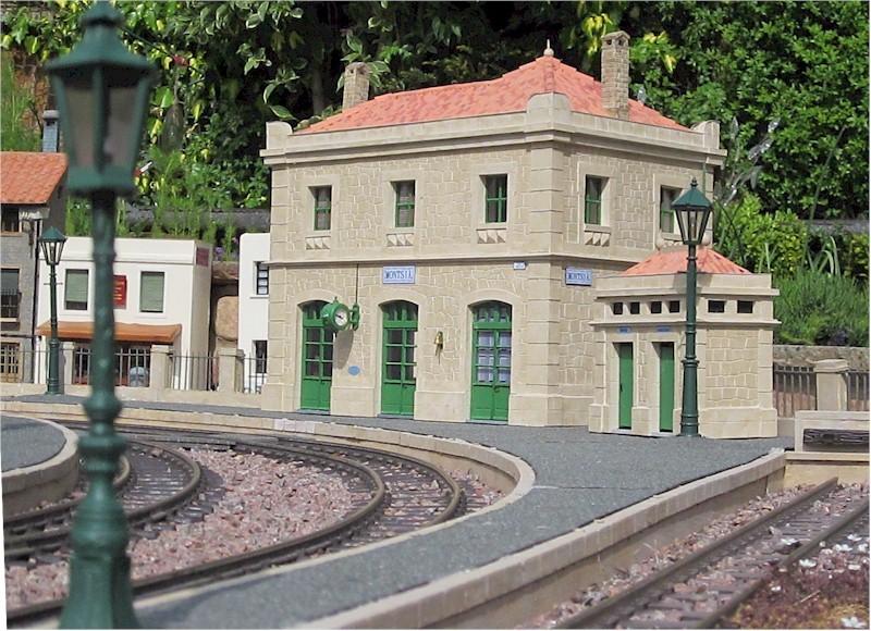 La construcció d'una estació utilitzant PVC Foamboard - Página 4 02platform_side