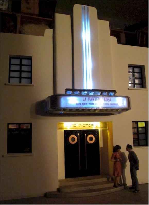 La construcció d'una estació utilitzant PVC Foamboard - Página 2 Cinema_night