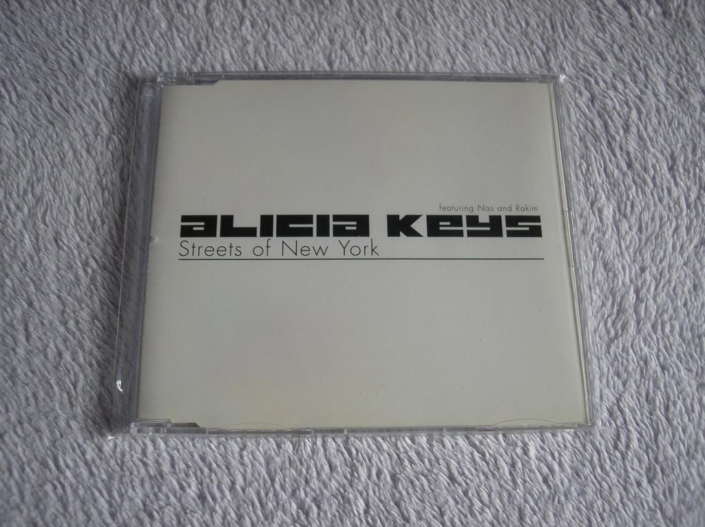 Tu colección de Alicia Keys - Página 15 P1010044_zpsb8943245