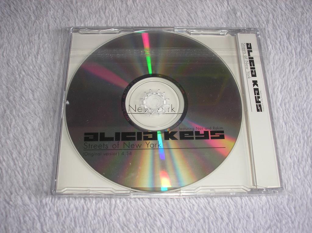 Tu colección de Alicia Keys - Página 15 P1010046_zpse354d3cf