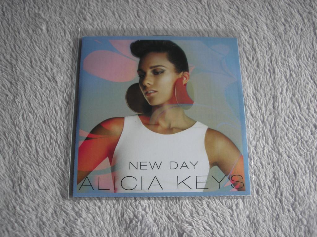 Tu colección de Alicia Keys - Página 15 P1010204_zps5b16e1c1