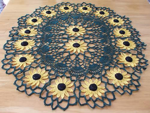 افتراضي صور مفرش كروشيه روعه  SunflowerTableRunner06