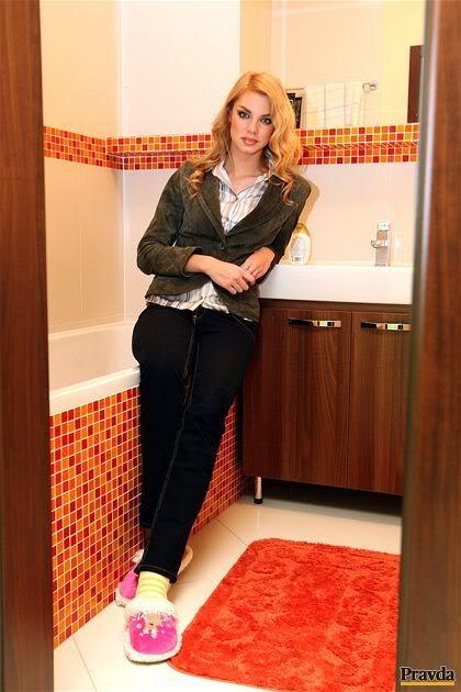 EDITA KRESAKOVA - Miss Slovakia World 2008 - Page 7 P2028ed38_P2_byvanie_obrovska