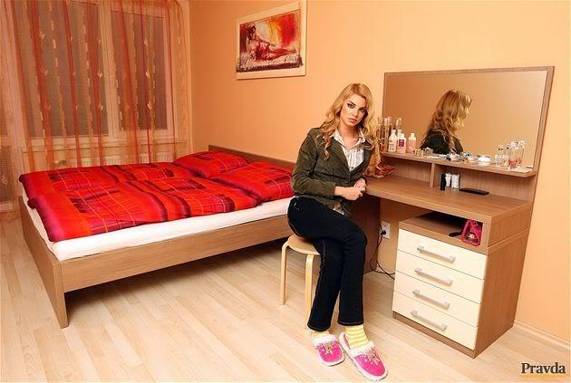 EDITA KRESAKOVA - Miss Slovakia World 2008 - Page 7 P2028ed3b_P2_spalna3x