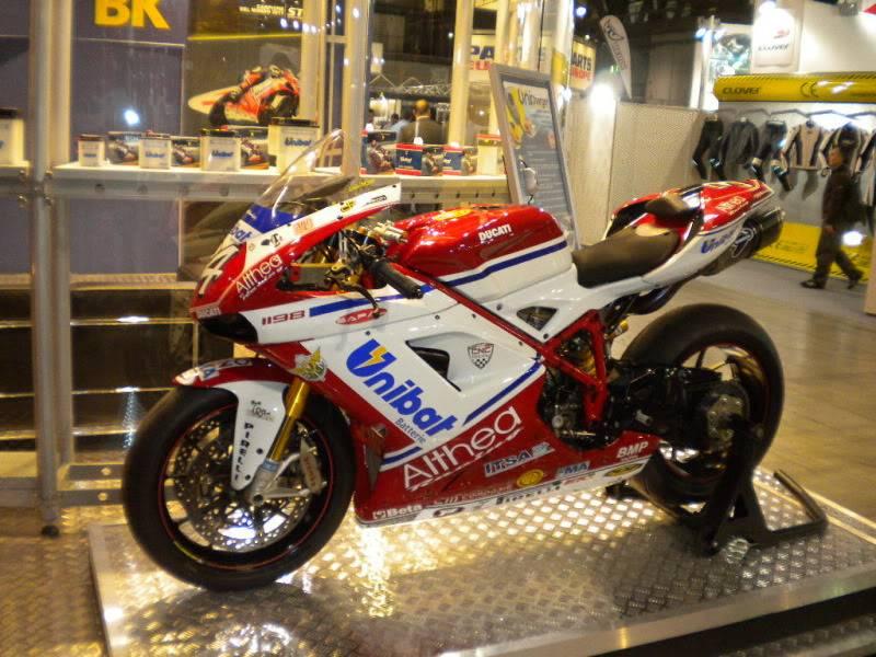 EICMA 2011,  Vu qu'il y a quelques motards ici ... version II ..  DSCN1406