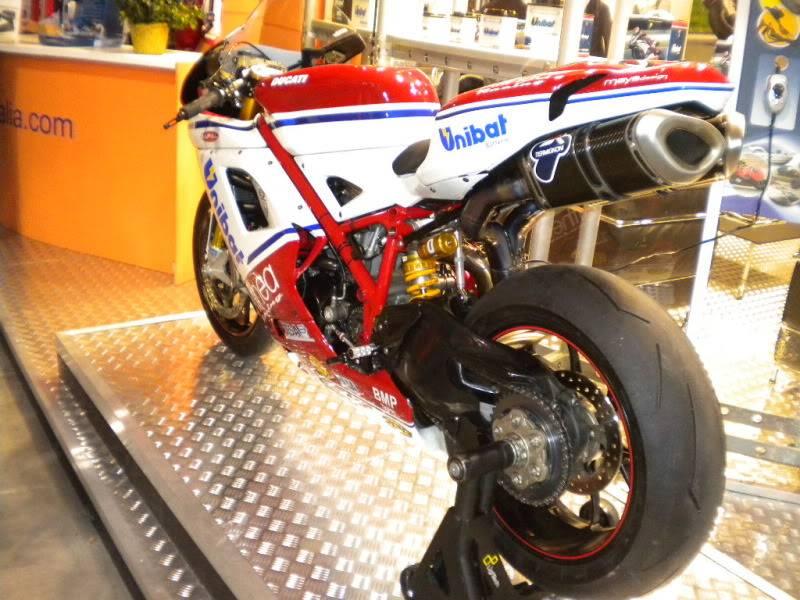 EICMA 2011,  Vu qu'il y a quelques motards ici ... version II ..  DSCN1407