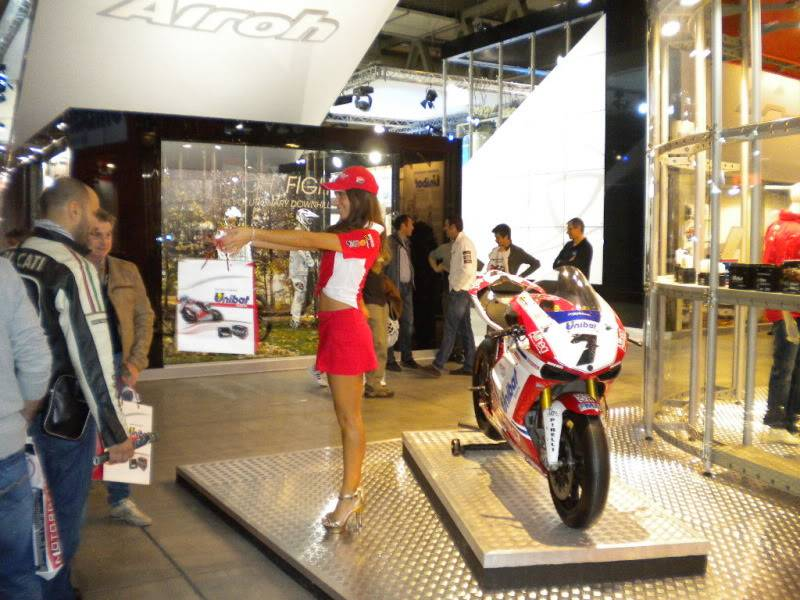 EICMA 2011,  Vu qu'il y a quelques motards ici ... version II ..  DSCN1408