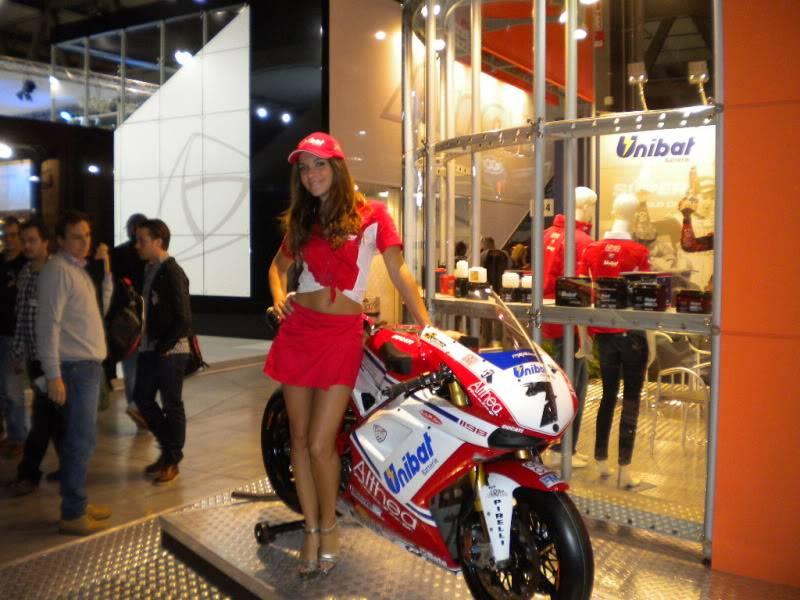 EICMA 2011,  Vu qu'il y a quelques motards ici ... version II ..  DSCN1409