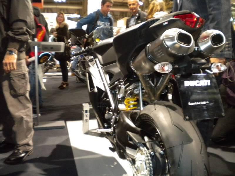 EICMA 2011,  Vu qu'il y a quelques motards ici ... version II ..  DSCN1411