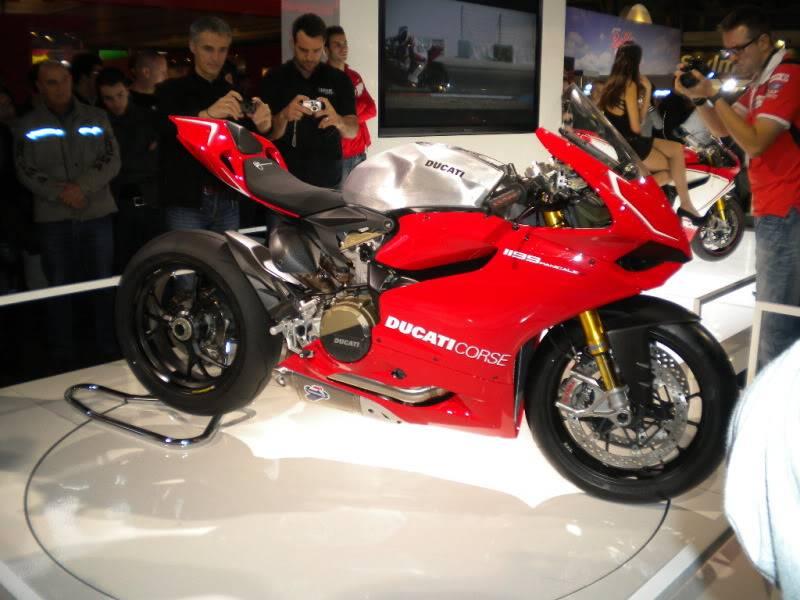 EICMA 2011,  Vu qu'il y a quelques motards ici ... version II ..  DSCN1417
