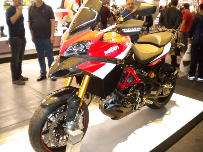 EICMA 2011,  Vu qu'il y a quelques motards ici ... version II ..  DSCN1424