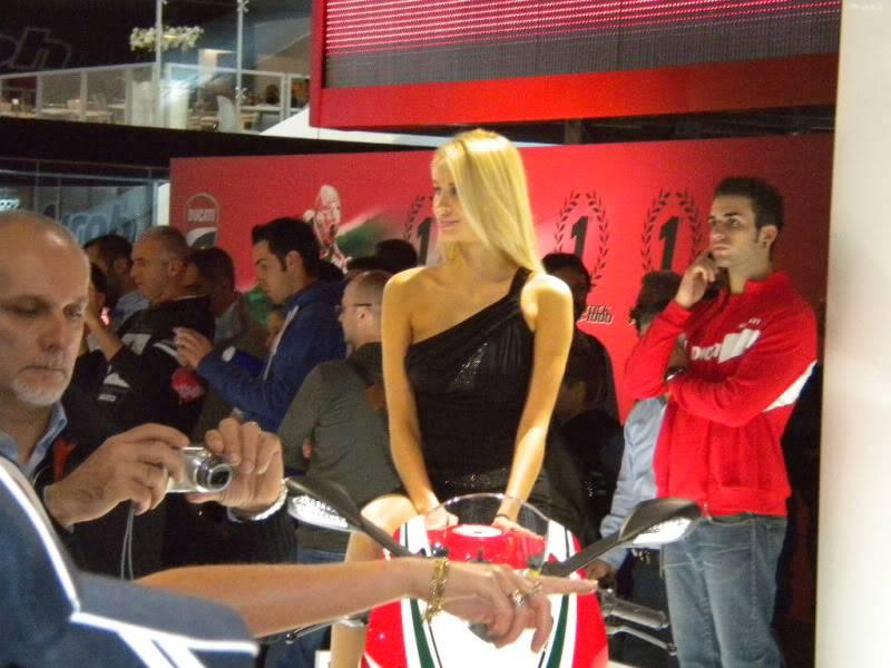 EICMA 2011,  Vu qu'il y a quelques motards ici ... version II ..  DSCN1426