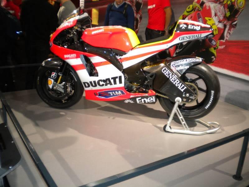 EICMA 2011,  Vu qu'il y a quelques motards ici ... version II ..  DSCN1427