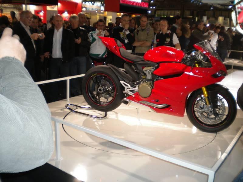 EICMA 2011,  Vu qu'il y a quelques motards ici ... version II ..  DSCN1429