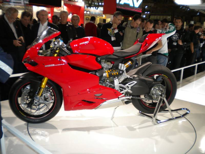 EICMA 2011,  Vu qu'il y a quelques motards ici ... version II ..  DSCN1431