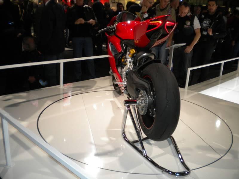 EICMA 2011,  Vu qu'il y a quelques motards ici ... version II ..  DSCN1432