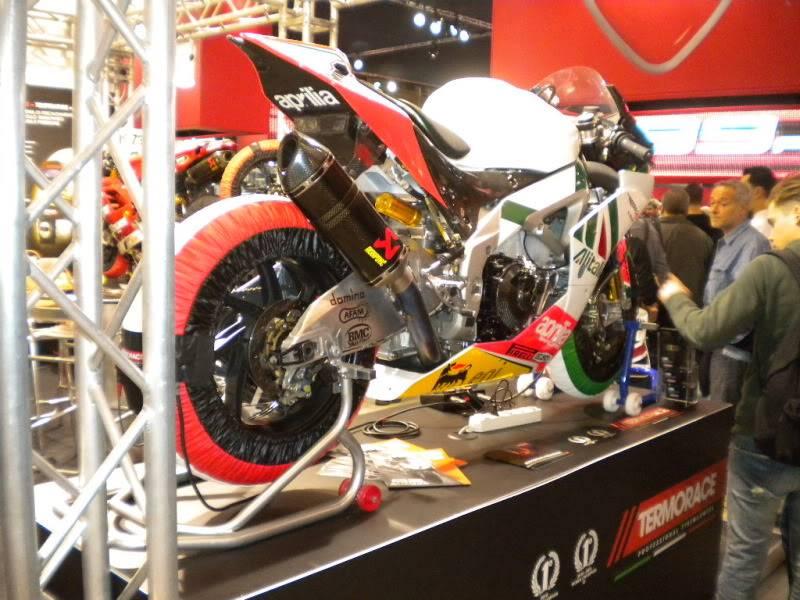 EICMA 2011,  Vu qu'il y a quelques motards ici ... version II ..  DSCN1434