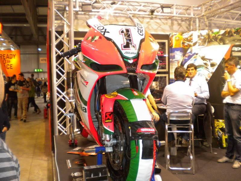 EICMA 2011,  Vu qu'il y a quelques motards ici ... version II ..  DSCN1435