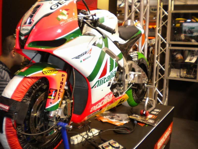 EICMA 2011,  Vu qu'il y a quelques motards ici ... version II ..  DSCN1436