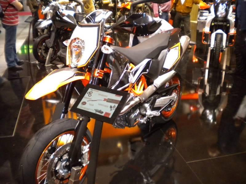 EICMA 2011,  Vu qu'il y a quelques motards ici ... version II ..  DSCN1440