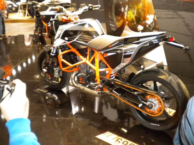 EICMA 2011,  Vu qu'il y a quelques motards ici ... version II ..  DSCN1442