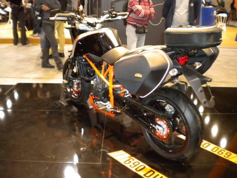 EICMA 2011,  Vu qu'il y a quelques motards ici ... version II ..  DSCN1444