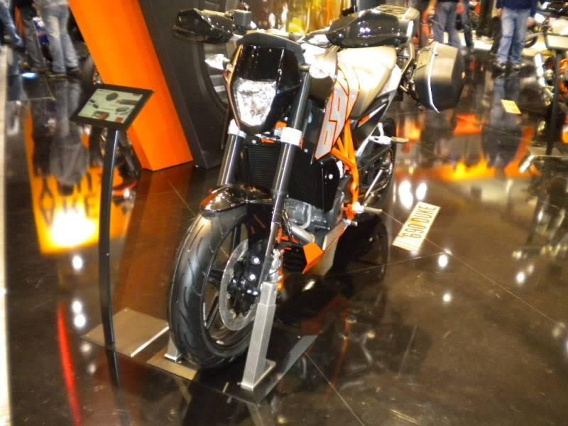 EICMA 2011,  Vu qu'il y a quelques motards ici ... version II ..  DSCN1445