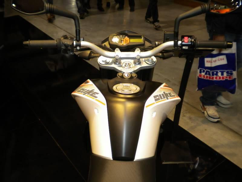 EICMA 2011,  Vu qu'il y a quelques motards ici ... version II ..  DSCN1446