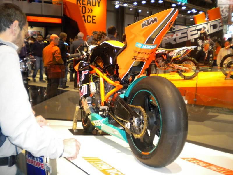 EICMA 2011,  Vu qu'il y a quelques motards ici ... version II ..  DSCN1448