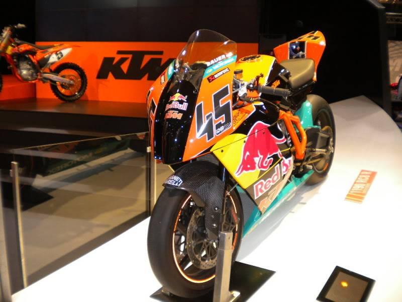 EICMA 2011,  Vu qu'il y a quelques motards ici ... version II ..  DSCN1449